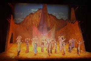 Robe выбрали для мировой премьеры постановки «Моисей и десять заповедей»