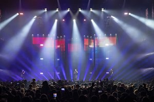 Robe Moving Lights Rise Up for Soprano Phoenix Tour