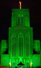 В День графства Суррей Гилфордский собор окрасили в зеленый цвет